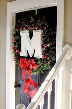 The Yellow Cape Cod: Do-It-Herself (DIY) Custom Monogrammed Wreath~ Sarah's version of the monogram wreath project for the #DIHworkshop.