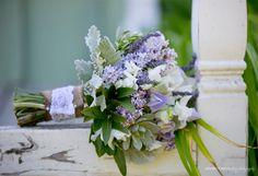 ramo de novia con lilas, lavandas y gardenias