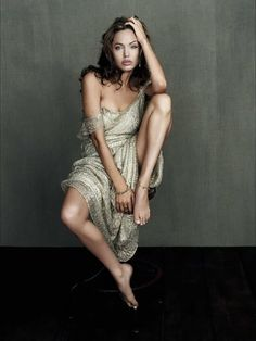 Angelina Jolie ..