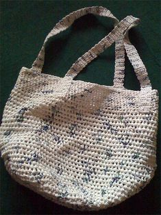 Crochet a Shoulder Tote from Plastic Grocery Bags: A good idea!