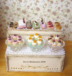 All hand made. dollhous bakeri, doll hous, mini food, layer cakes, miniatur food, cake display, display shelves, dollhouse miniatures, dollhous miniatur