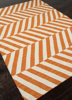 fun orange and white rug for a kiddo's room