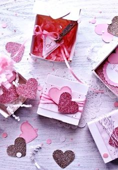 #DIY #crafts #Valentine's Day #giftwrapping ideas ToniK ⓦⓡⓐⓟ ⓘⓣ ⓤⓟ #glitter hearts  #tags http://icingdesignsonline.blogspot.co.at/search?q=glitter+hearts