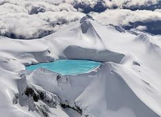 Emerald Lake in the crater of an extinct volcano, Tongariro National Park, New Zealand