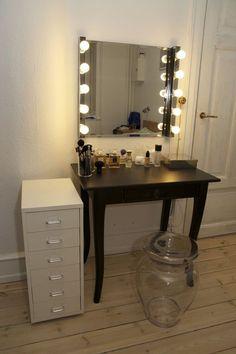 glam vanity on pinterest vanities mirrored vanity and vanity tables. Black Bedroom Furniture Sets. Home Design Ideas