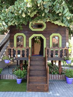 Tree house at kids nook bookstore in İstanbul/ Turkey
