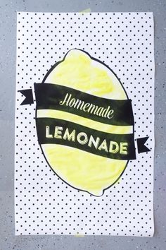 free printable lemonade poster. Perfect for a quick and easy lemonade stand this summer!