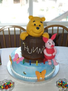 Winnie the Pooh & Piglet cake