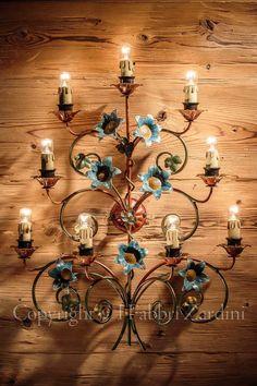Applique floreale  a 9 luci in ferro battuto decorato a mano