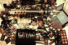 Makeup, makeup, makeup!!! :D things-girls-love