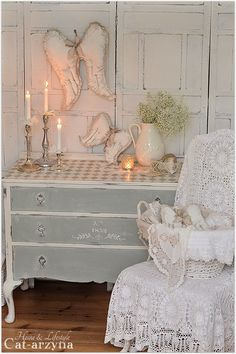 Pretty vignette, love all of the lace~❥