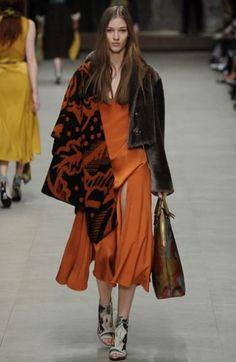 Burberry Autunno Inverno 2014 2015  #burberry #womenswear #abbigliamentodonna #vestiti #clothes #autunnoinverno #autumnwinter #moda2014 #fashion