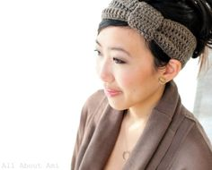 Topshop and ASOS-inspired Knotted Headband by All About Ami, made with Lion Brand Vanna's Choice. Free crochet pattern.
