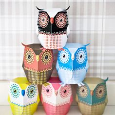 Fold your own super cute paper owls. Template from 3eyedbear, free to download for personal use.