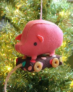 holiday, stuffed toys, craft, tutorials, patterns, felt, wheels, pigs, christmas ornaments