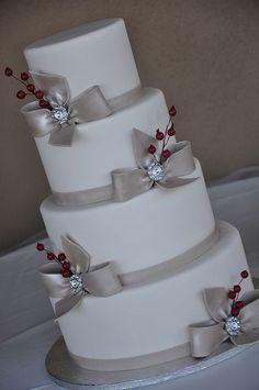 beautiful Christmas wedding cakes | christmas wedding?
