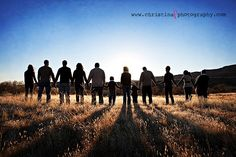large family picture poses | Big family inspiration | Large or Extended Family Poses