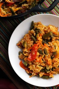 Clean out your fridge with this summer vegetable paella #glutenfree