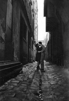 Les Amoureux Paris 1946 Photo by Jean-Philippe Charbonnier