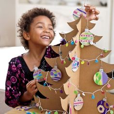 DIY Shipping-Box Christmas Tree. Xmas Trees, Cardboard Boxes, Diy Crafts, Ornament, Kid Rooms, Tree Crafts, Winter Craft, Diy Christmas Tree, Christmas Trees