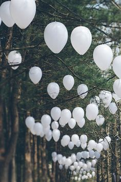 forest party, balloons white, white balloon, white parties, romant forest, forest wedding, backyard parties, outdoor parties
