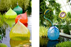 Left: Dale Chihuly Walla Wallas, 2006 New York Botanical Garden, The Bronx, New York Right: Dale Chihuly Norse Blue Ikebana with Blue Sunflower and Blue Stem, 2001