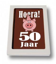 Een kaart van Sjokolato is niet zomaar een stuk chocolade. Het heeft namelijk een volle choladesmaak. De kaarten worden met veel passie en liefde geproduceerd en dat is ook te proeven. Daarnaast steun je met een kaart van Sjokolato ook de cacaoboeren in de betreffende gebieden. Kortom: een chocolade kaart van Sjokolato is origineel, smaakvol en Fairtrade. Wat wil je nog meer? En voor elke gelegenheid heeft Sjokolato wel een kaart in huis. Ik word er blij van.