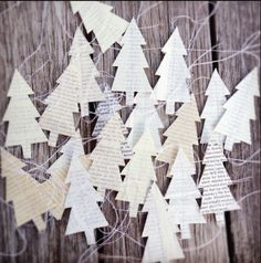 Christmas | Xmas | Jul | Noel. DIY: Decoration. Ornaments. Recycled Bookpages. Paper. Trees