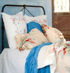 love the iron bed and pillows