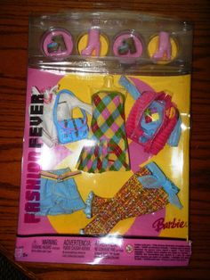 Barbie Fashion Fever gift set 2 prs of shoes,purse, outfits minor damage package