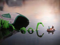 """O britânico Slinkachu tem um projeto chamado """"Little People"""" onde trabalha street art, fotografia e instalações todas em miniatura. #Little #Miniature"""