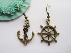 Love these mismatched earrings.