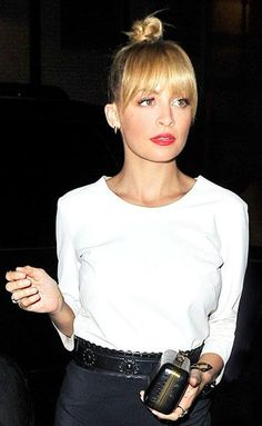 Easy way to look sharp; white top, black pencil skirt and red lippy. One can do no wrong! nicole ritchie hair, nicole richie, nicole ritchie bangs, nicol richi, fring, nicol ritchi