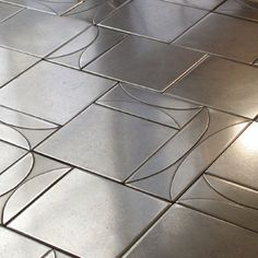 Shelly Tile - Metal Collection - Metals - Stainless Steel Hourglass