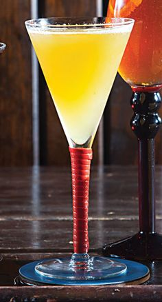 Brown Derby:  1 oz. bourbon 1 oz. fresh grapefruit juice 1½ tsp. honey mixed with 1½ tsp. warm water Mix bourbon, juice, and honey mixture in a shaker with ice; shake to chill. Strain into champagne coupe.
