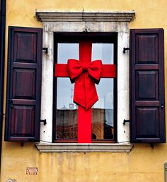 Instead of hanging a wreath on the window