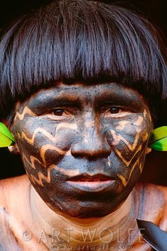 Portrait of a Yanomamo man, Parima-Tapirapeco National Park, Venezuela | © Art Wolfe