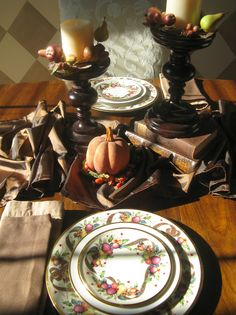 Adaptable Dinnerware - 15 Stylish Thanksgiving Table Settings on HGTV