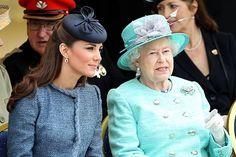 #Realeza La #Reina Isabel de #Inglaterra y los #Duques de #Cambridge responden a las cartas de tres pequeñitos
