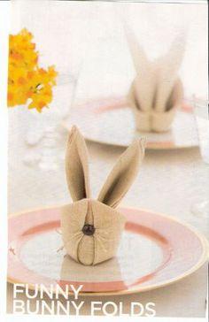 Such a cute napkin fold ;-)
