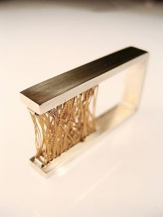 Ring | Claudi Correa Noe.  Sterling silver and thread