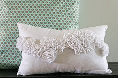 v and co tutorial, snow ruffle pillow