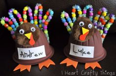 These Thanksgiving crafts would be adorable for the kids' table!