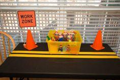 homemad playdough, construct parti, birthday parti, construction birthday