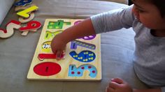 Educational e-learning video helping kids learn how to count in English using numerical images. Learn how to count numbers 0 to 9 for Babies, Toddlers, Preschoolers & kindergarten children.