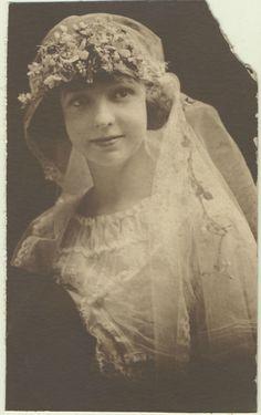 1920s bride.