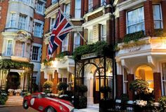 Every guy wants to be the uber-suave Agent 007 and every gal dreams (even just a little bit) of being an irresistibly sexy Bond girl. At London's posh Dukes hotel, that fantasy comes to life.