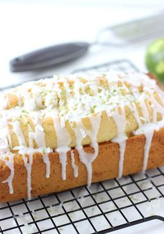 This Coconut Key Lime Bread looks AMAZING! #recipe #lime #bread