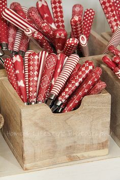 red wrap, color, paper, red pattern, redwhit, white, cutlery, kitchen, cutleri