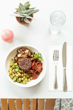 7 healthy AND yummy takeout items to order for lunch!